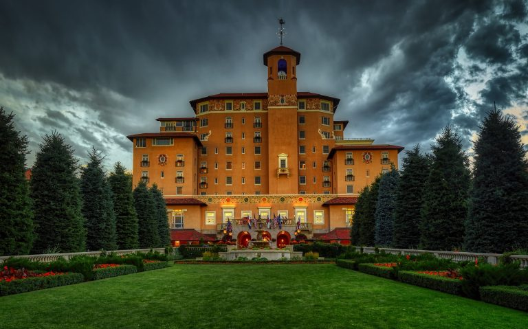 the beautiful broadmoor hotel lit up at dusk